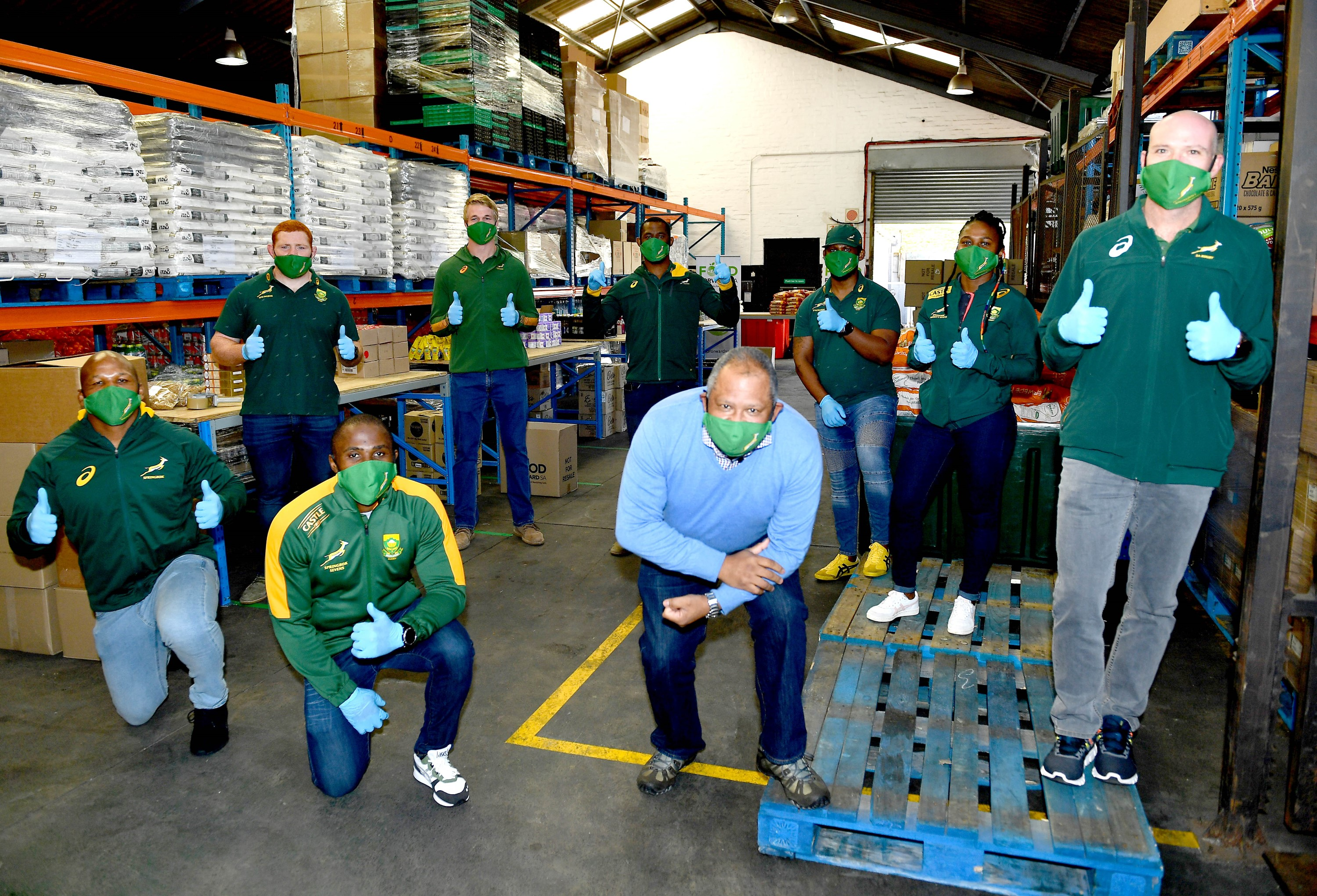 Springboks assist with packing food parcels in Cape Town
