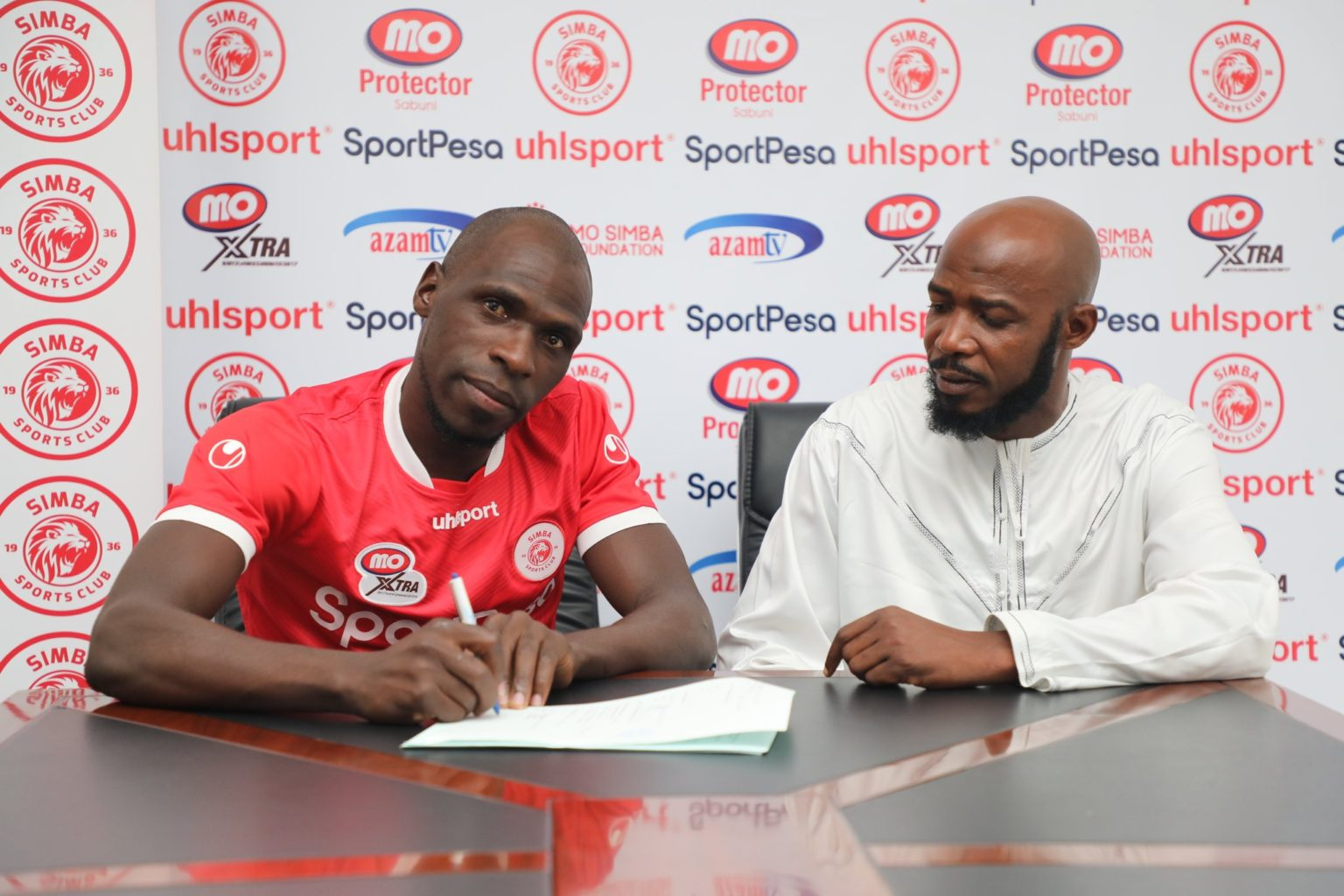 'Old' Joash Onyango shaves clean as he signs Simba contract