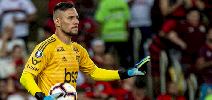 Goalkeeper Alves to miss Flamengo's Copa Libertadores return