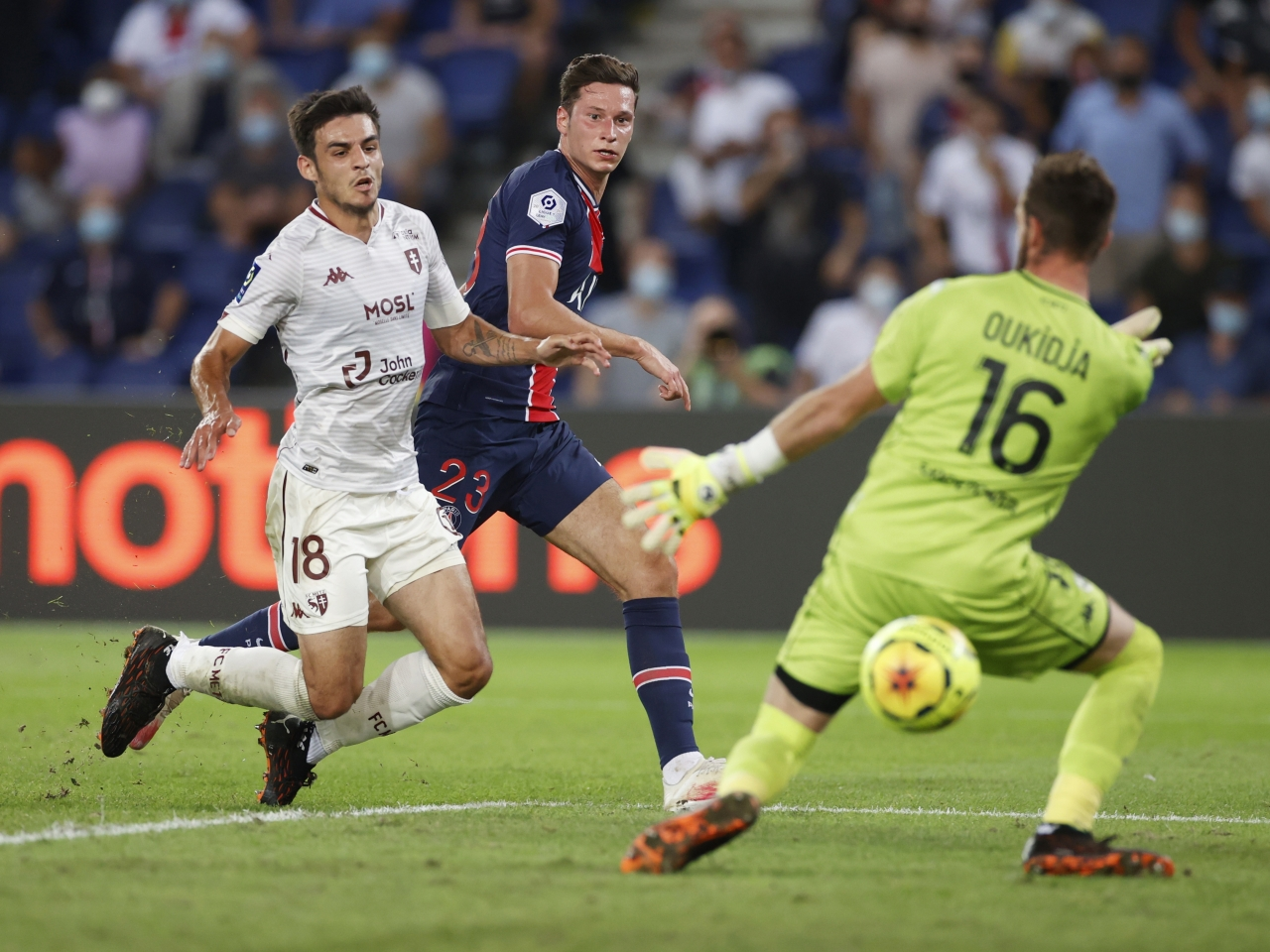 Draxler's late goal secures first league win for PSG, Neymar banned for two games