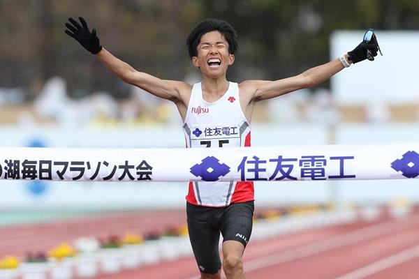 Japan's Suzuki runs East Asia's fastest ever marathon