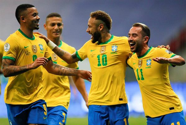 Brazil edge closer to World Cup after 4-1 win over Uruguay