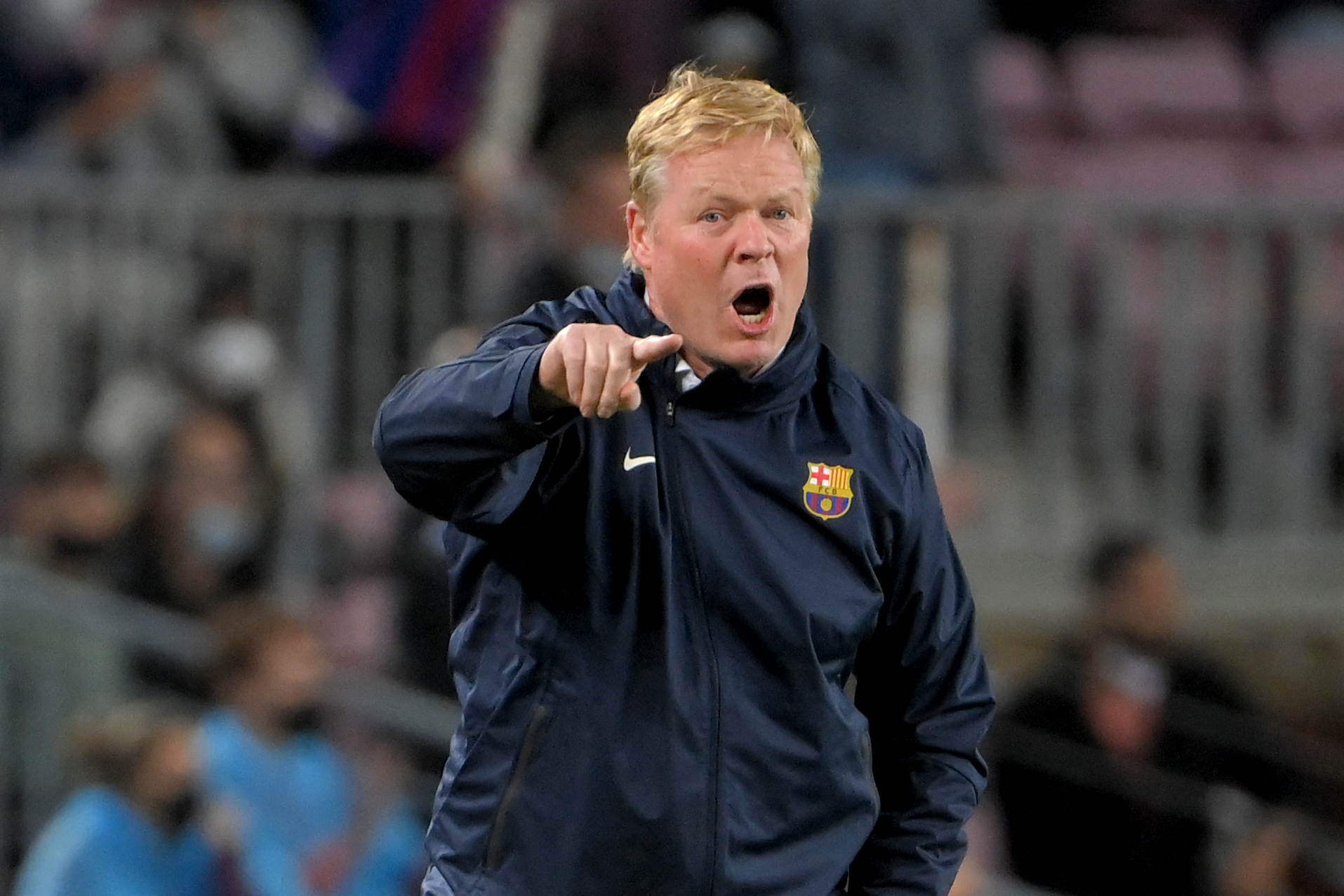Angry Barcelona fans insult coach Koeman after Real Madrid defeat