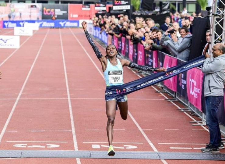 Angela Tanui and Tamira Tola set course records records in Amsterdam Marathon